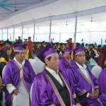 学位授与を待つ博士(紫帽)、修士(赤帽)、学士(黒帽)合格の面々。 最前列で緊張するロプサン(左)とバレシュワール(その右)両君。 ナーランダ大学・大講堂で