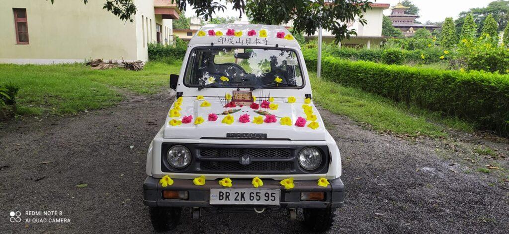 インド日本寺の車